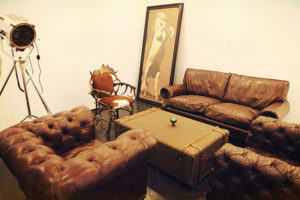 vintage style Chesterfield studio set